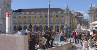 Muzycy w Lisbon - Praça robi Comércio Portugalia Obrazy Royalty Free