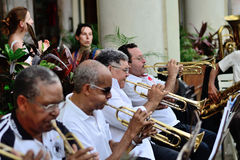 Muzycy z trąbki w orkiestrze obrazy royalty free