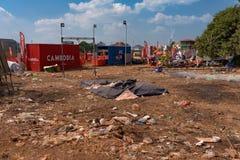 Muzyczna scena po tym jak Kambodża wydarzenia piwny przyjęcie, śmieci rozprasza wokoło terenu Fotografia Stock