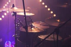 Muzyczny fotografii tło, rockowy bębenu set Obrazy Royalty Free