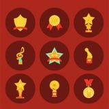 Muzyczny wektorowy nagroda posążka mikrofonu i notatki rozrywki zwycięzca nakrywa artysty osiągnięcia musicnote nagrodę ilustracja wektor
