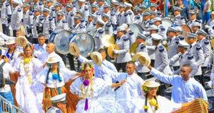 Muzyczny zespół z tancerzami w tradycyjnej sukni w indipendence Obrazy Stock