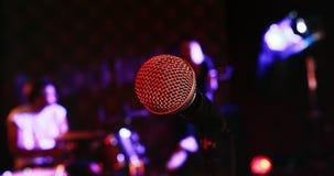 Muzyczny zespołu spełnianie na scenie 4k zdjęcie wideo