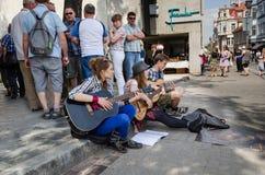 Muzyk świętuje rocznego ulicznego festiwal muzyki Zdjęcia Stock