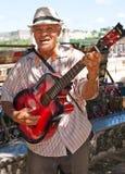 Muzyk bawić się dla turystów w Havana Obrazy Stock