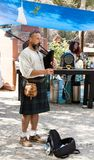 Muzyk bawić się na kobzach przy festiwalu ` rycerzy Jerozolimski ` w Jerozolima, Izrael Obrazy Stock