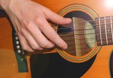 Muzyk Bawić się porozumienie zdjęcia stock