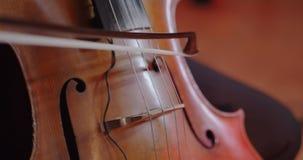 Muzyk bawi? si? wiolonczel? zbiory wideo