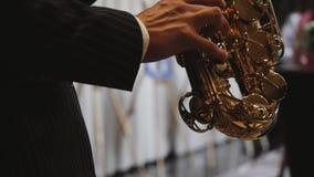 Muzyk bawi? si? saksofon zdjęcie wideo