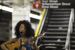 Muzyk w metrze Zdjęcia Stock