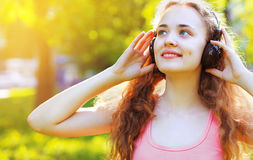 Muzyka, lato, czas wolny i ludzie pojęć, - stylu życia portret Zdjęcie Stock