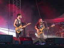 Muzykalna grupa wykonuje na scenie przy tradycyjnym rocznym piwnym festiwalem w Haifa, Izrael Fotografia Stock