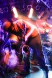 Muzykalny wybuch z saksofonem podczas żywego koncerta obraz royalty free