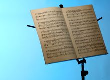 Muzyki notatki stojak fotografia stock