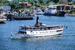 MV Ã-stanÃ¥我,马达船和前蒸汽运送 库存照片