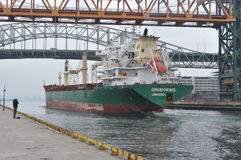 MV Greenwing die Hamilton Harbour ingaan Stock Foto's