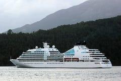 MV Seabourn Zoektocht dichtbij Aenes, Noorwegen royalty-vrije stock fotografie