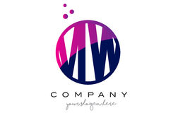 MW M W Circle Letter Logo Design avec Dots Bubbles pourpre Photos libres de droits