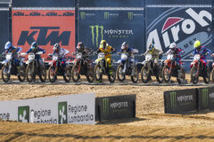 MXGP, EMX en MX2 motocrossras tijdens het Italiaanse MXGP-Wereldkampioenschap 2017 in Ottobiano Circu Stock Foto