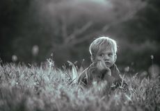 myślący chłopiec potomstwa fotografia stock