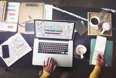 Myślących myśli innowaci grafiki Kreatywnie pojęcie Zdjęcia Stock