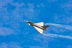 Myśliwiec Odrzutowy na niebie fotografia stock