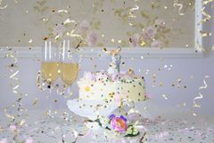 My big fun wedding: wedding cake and confetti