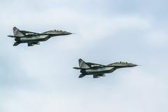 Myśliwowie mig-29 na niebieskiego nieba tle Obraz Royalty Free