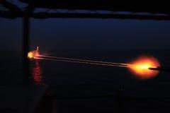 My marynarka wojenna 50 kaliberów maszynowy pistolet przy nocą Obrazy Royalty Free