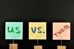 My vs one trzy papierowej notatki odizolowywającej na czerni Zdjęcia Stock