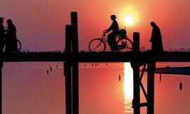 Myanmar, Amarapura, ponte de U Bein; Imagens de Stock