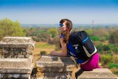 Myanmar Bagan Kobieta w pagodzie, okulary przeciwsłoneczni Obraz Royalty Free