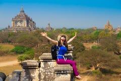 myanmar Bagan Mulher no pagode, óculos de sol Imagem de Stock Royalty Free