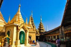 Myanmar (Burma) är det mest religiösa buddistiska landet i uttryck av proportionen av munkar i befolkningen och proportionen av in Fotografering för Bildbyråer