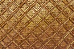 Myanmar cyzelowanie na złotej ścianie Fotografia Stock