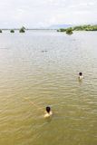 Myanmar 26 de agosto de 2014: Los pescadores pescaban Imagen de archivo libre de regalías
