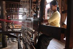 Myanmar hand-loom woman Royalty Free Stock Photo