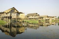 Myanmar Inle Meer - Huizen Stelt Stock Afbeeldingen