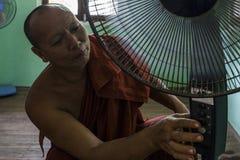 Myanmar - jardín dentro de un templo budista Imagen de archivo