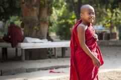 Myanmar - jardín dentro de un templo budista Fotografía de archivo
