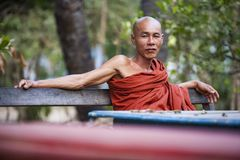 Myanmar - jardín dentro de un templo budista Fotografía de archivo libre de regalías