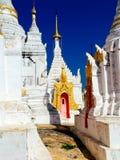 Myanmar, lago Inle - templo de Shwe Indein Foto de Stock Royalty Free
