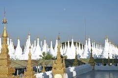 Myanmar, Mandalay: Stupas van pagode Kuthodaw Stock Afbeelding