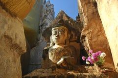 Myanmar, Meer Inle: Het beeldhouwwerk van Boedha stock fotografie