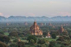 Myanmar Pagode en Berg Stock Afbeelding