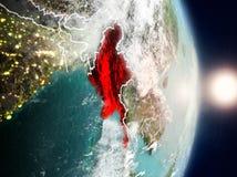 Myanmar pendant le lever de soleil Images stock