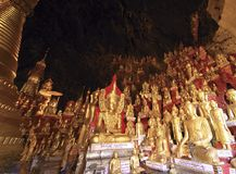 Myanmar, Pindaya: 8000 hol van Boedha Stock Afbeelding