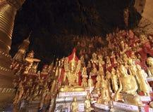 Myanmar, Pindaya: una caverna dei 8000 buddha Immagine Stock