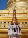 Myanmar que sightseeing: Pagode dourado Bagan de Shwezigon Foto de Stock