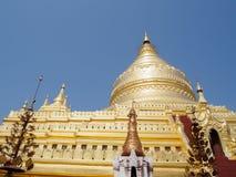 Myanmar que sightseeing: Pagode dourado Bagan de Shwezigon Imagem de Stock Royalty Free